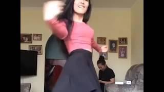 Красивая казашка танцует