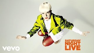 Robyn - Call Your Girlfriend (Live on SNL)