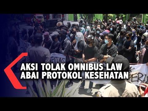 aksi unjuk rasa tolak omnibus law abaikan protokol kesehatan