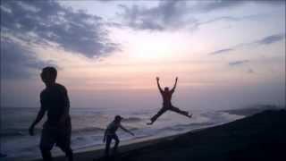 Menikmati Sunset Pantai Glagah