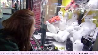 Apink Eunji try get Baymax toy cut @ Apink Dairy Season 2