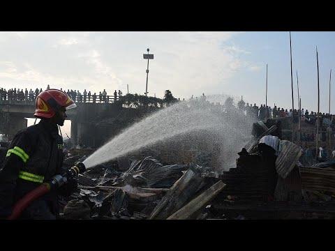 العرب اليوم - شاهد: وفاة 8 أشخاص إثر حريق في منطقة عشوائيات في بنغلادش