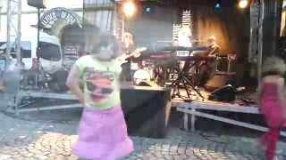 Chloé danse sur Anna Aaron