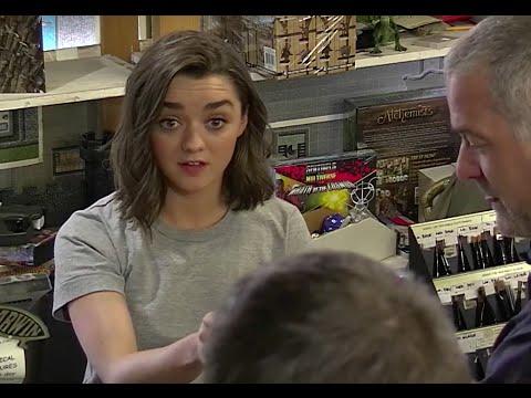 Maisie Williams v obchodu pro fanoušky Hry o trůny