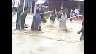 preview picture of video 'Banjir @Pertigaan Piloliyanga-Limbato-Ayuhulalo'