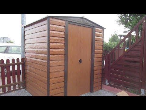Aufbau von einem Gartenhaus aus Blech
