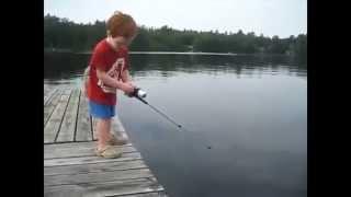 Мальчик поймал рыбу за 1 секунду