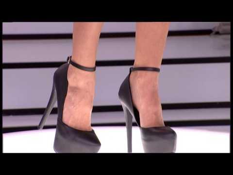 939a92bb777 Η Ελένη Μενεγάκη Δοκιμάζει ψηλοτάκουνα πέδιλα - Youtube Download