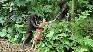 Primitive Life - Forest people catch fish and bake fish meet ethnic girl sneaky theft eating