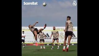 Sergio Ramos bicycle kick during Real Madrid training session!