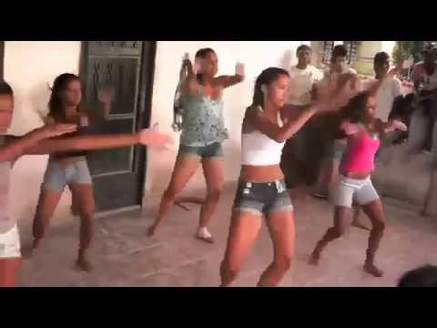 Meninas dançando funk versão ABBA