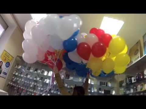 Сто гелиевых шаров/One hundred helium balloons