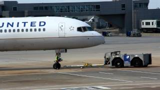 United Airlines Boeing 757-224(WL) - cn 30351 PUSHBACK