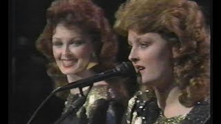 Girls' Night Out - The Judds - Live
