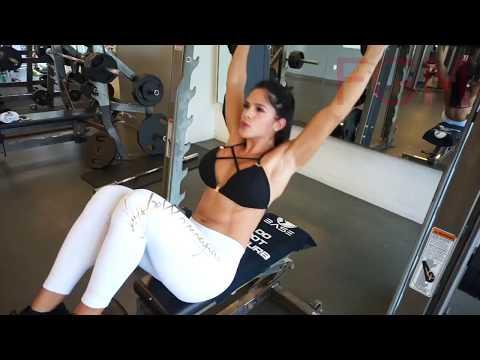 Das Fett auf dem Rücken und den Schultern zu entfernen