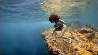 Sofía rocks-insane rock run over the ocean\'s floor