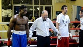 Таджикский  боксёр Мухаммед Алиев на турнире в Питере.