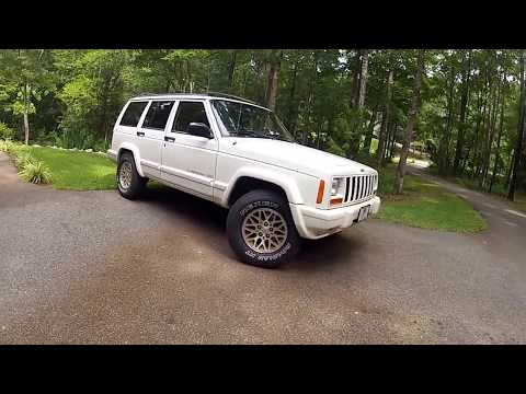 Jeep Cherokee Country With 30×9.50×15 Tires