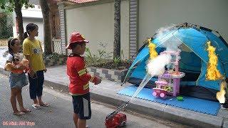 Trò Chơi Bé Tập Làm Lính Cứu Hỏa - Lều Trại Của Hồng Anh Thùy Giang Bị Cháy ❤ Bé Minh MN Toys ❤