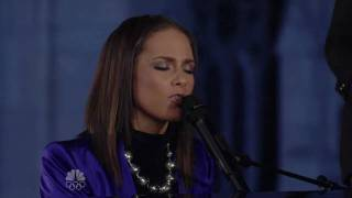 Alicia Keys - Little Drummer Girl (christmas in rockefeller center 2009)