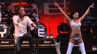 Dilnarin Demirbag (E-TYPE) performing SET THE WORLD ON FIRE - 2002.wmv