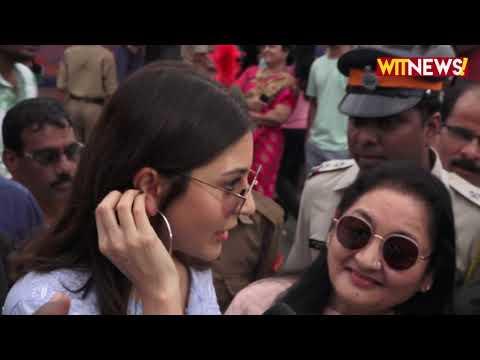 Kareena Kapoor  , Anushka Sharma And  Ranveer Singh Cast Their Vote