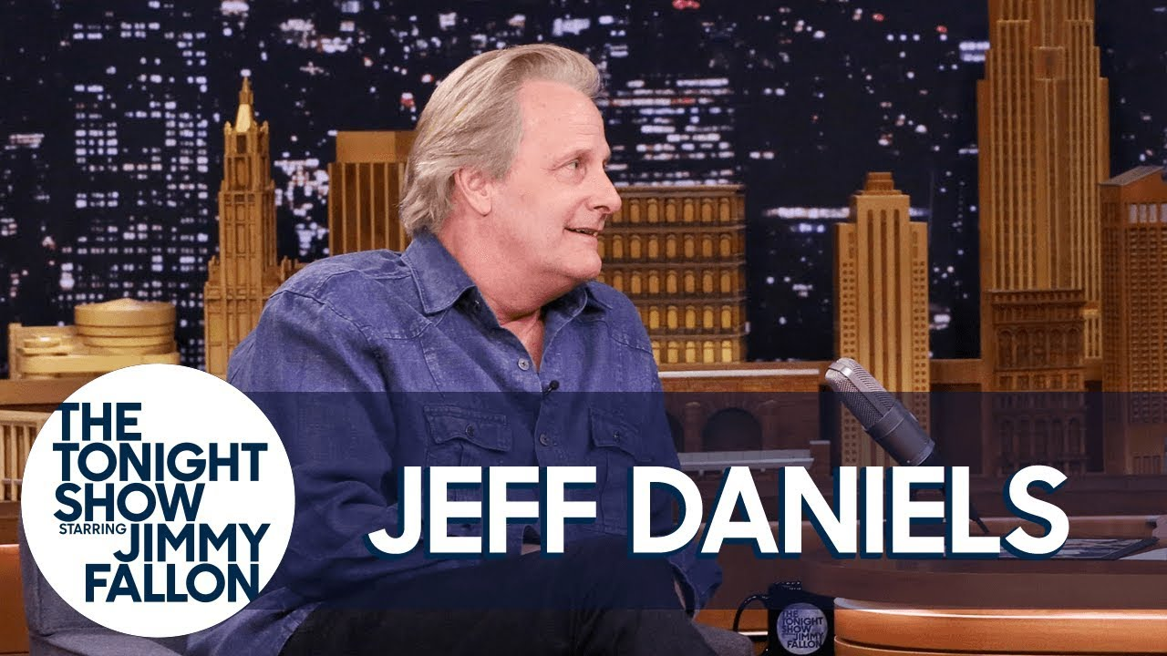 Clint Eastwood Saved Jeff Daniels from Plowing into a Semitruck thumbnail