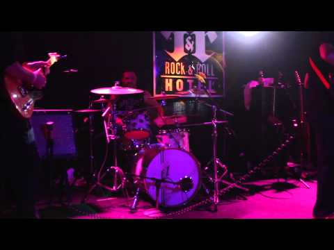 westmain - Easier + Give Up The Funk + Higher LIVE @ Rock & Roll Hotel