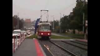 Couvání tramvaje ze zastávky Radošovická