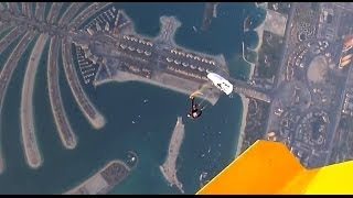 Смотреть онлайн Рекорд Гиннесса прыжок с маленьким парашютом