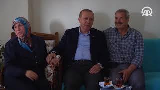Cumhurbaşkanı Erdoğan, Küçükçekmece'de bir aileyi evinde ziyaret etti