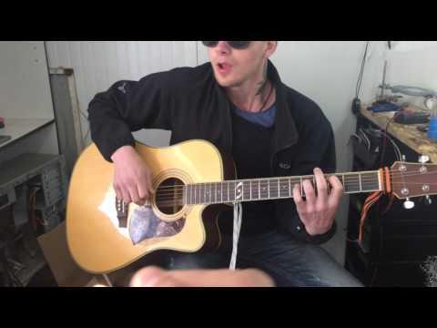 Честный желаю  -парень поёт от души