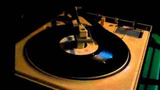 Barry Manilow - A Nice Boy Like Me (45 RPM)