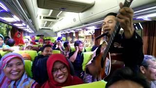 Download Video Pengamen Bandung liric bikin ngakak.... MP3 3GP MP4