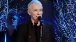 Annie Lennox - The Holly & The Ivy (Music Video)