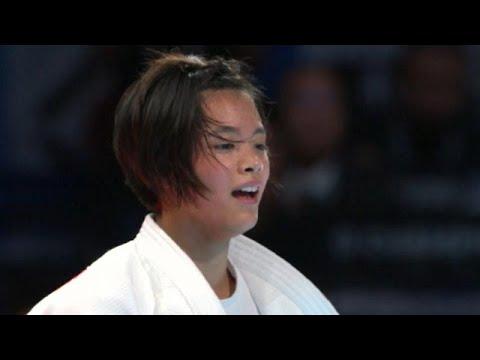 العرب اليوم - شاهد: اليابانية أب أوتا تفوز على منافستها نتاليا كوزي في فئة 52 كيلوغرامًا