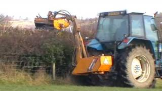 preview picture of video 'Hedge Cutting with Ford 5640'