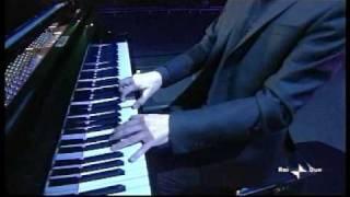 """Premio Tenco 2009 - Franco Battiato canta """"La cura"""""""