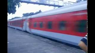 preview picture of video 'Rajdhani Express at its full speed'