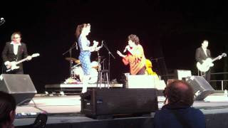 "Wanda Jackson & Imelda May ""Whole Lot of Shakin' Going On"" Live"