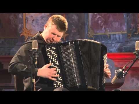 Uskomattoman taitava haitarin soittaja!
