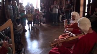 preview picture of video 'Eulenspiel beim Historischen Burgtreiben auf der Rosenburg 2012: Szene V'