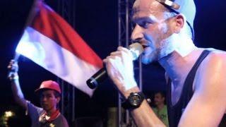 Gambar cover Live in Jakarta: Uwe Kaa - Aku Cinta (Indonesia) feat. Ras Muhamad & Easy Skankin´ Band