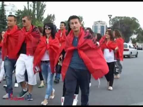"""Tirana : protesta all'ambasciata serba gridando : """"rispettate i diritti umani"""""""