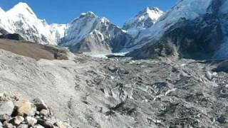 preview picture of video 'Panorama of Khumbu Glacier, Khumbu Icefall, Pumori and Kala Patthar'