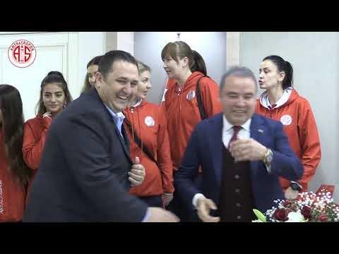 Başkan Böcek  Antalyaspor'a  marş yaptırdı