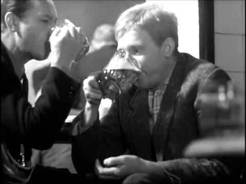 Córka pije z ojcem