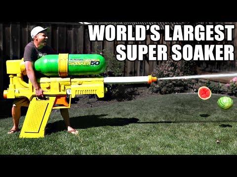 Самый большой в мире водяной пистолет