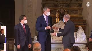 """S.M. el Rey entrega el """"Premio a una Trayectoria Fulbright"""" a Javier Solana"""