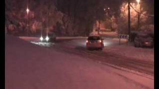 preview picture of video 'NEIGE Le Mercredi  au matin 7 janvier 2009 Marignane voitures en galères,crash'
